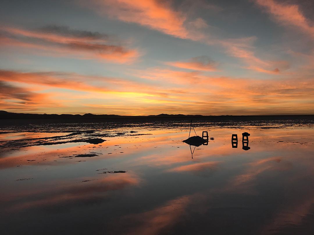 Sonnenaufgang in der Salar de Uyuni Bolivien
