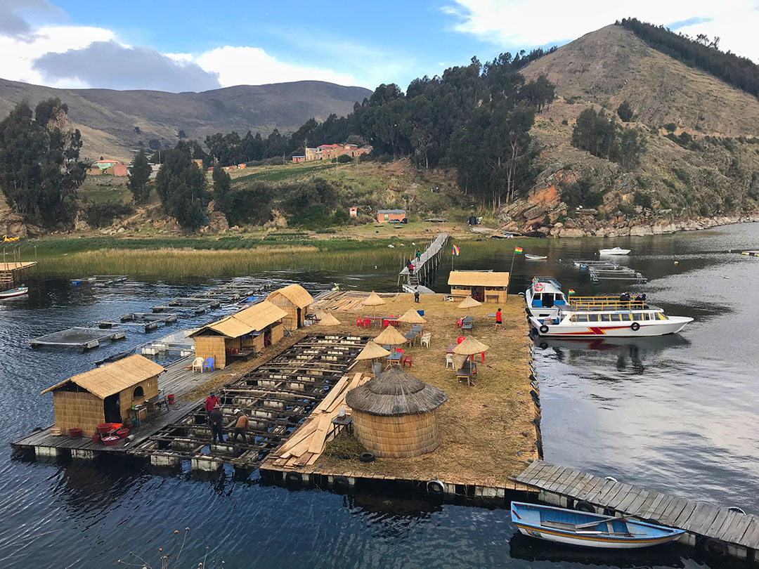 Schwimmende Insel im Titicacasee, Bolivien