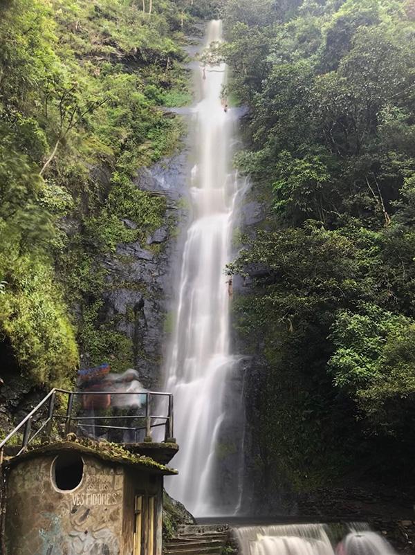 Wasserfall bei Coroico Bolivien